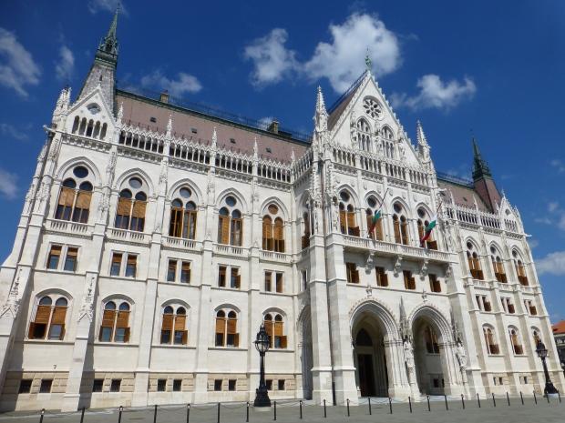 La facciata del Parlamento di Budapest