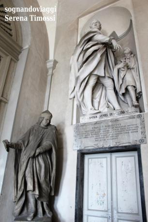 Le statue dell'Albergo dei Poveri