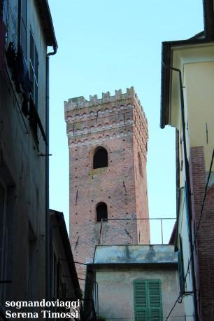 Una delle torri del centro storico di Albenga