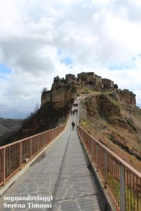 Il ponte che conduce a Civita