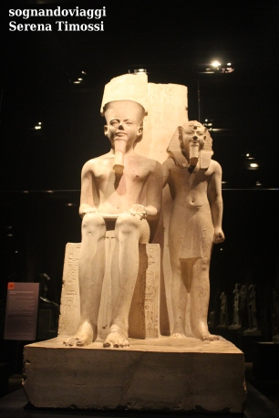 Faraone Horemheb con il dio Amon